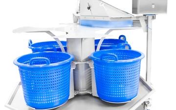 ABM_s Drehscheibe für Behälter nach der Waschanlage
